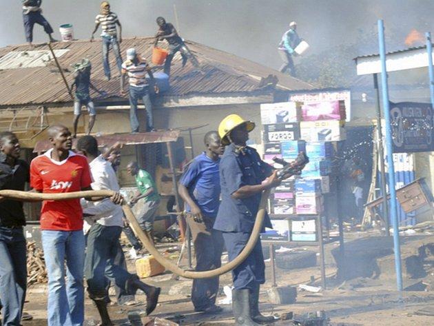 Při požáru cisterny v Nigérii zahynulo ve čtvrtek přes 100 lidí. Ilustrační foto.