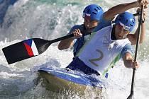 Ondřej Štěpánek s Jaroslavem Volfem zajistili české výpravě v Pekingu čtvrtou olympijskou medaili! Zkušení čeští slalomáři vylepšili své umístění z Atén, kde získali bronz, a ve finále na pekingském kanále Šun-i bezchybnou jízdou vylovili stříbro.