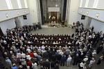 Poslední rozloučení s herečkou Jiřinou Švorcovou se uskutečnilo 12. srpna ve velké obřadní síni Strašnického krematoria v Praze.