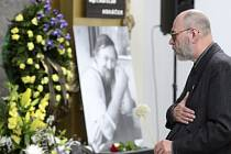 Desítky lidí se přišly 28. července do strašnického krematoria v Praze rozloučit se zakladatelem nakladatelství Paseka Ladislavem Horáčkem.