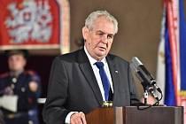 Poslední měsíc roku bude ve znamení prezidentského klání a přípravy vládního prohlášení. Pokud bude Miloš Zeman znovu kandidovat, je jisté, že právě prosinec bude jeho měsícem.