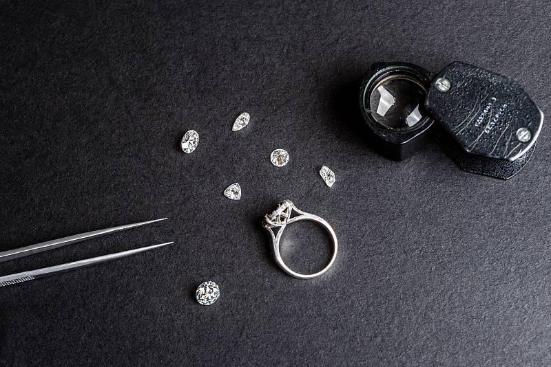 značka Pandora nyní světu oznámila, že od nynějška hodlá v plné míře používat pouze laboratorně vyrobené diamanty.