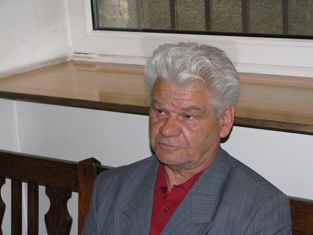 J. Š, který mnoho let zneužíval svou dceru, před soudem