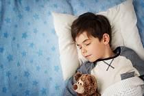 Na tom, jak se váš školák vyspí, do určité míry závisí i jeho prospěch