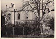 Synagoga v České Lípě na fotopohlednici kolem roku 1920.