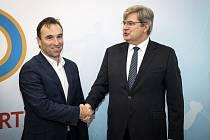 Předseda Národní sportovní agentury Milan Hnilička (vlevo) a předseda ČUS Miroslav Jansta.