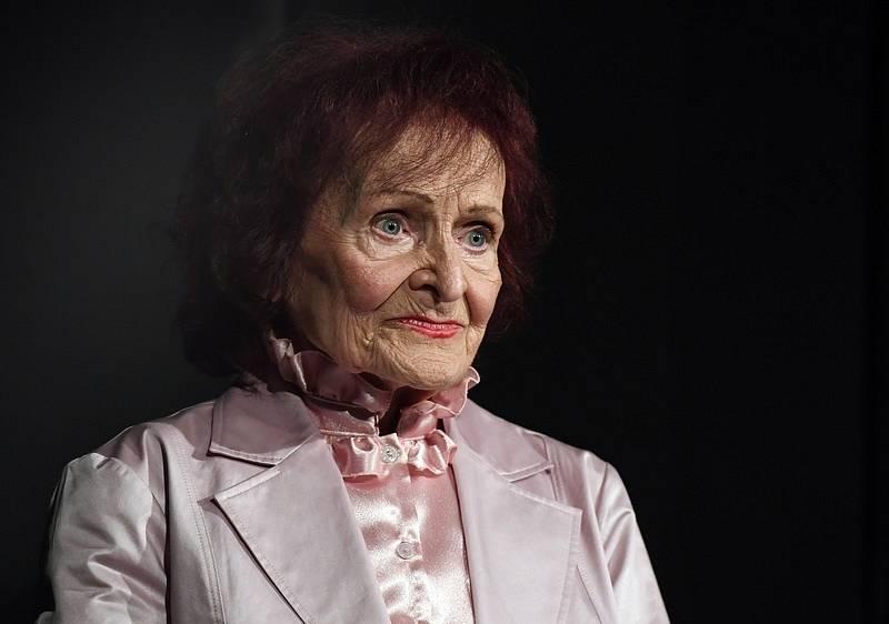 Textařka Jiřina Fikejzová zemřela ve věku 93 let.