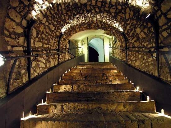Litoměřické podzemí patří ktěm největším vČeské republice. Chodby odélce tří kilometrů protkávají sklepy, které někde zabírají až tři patra.