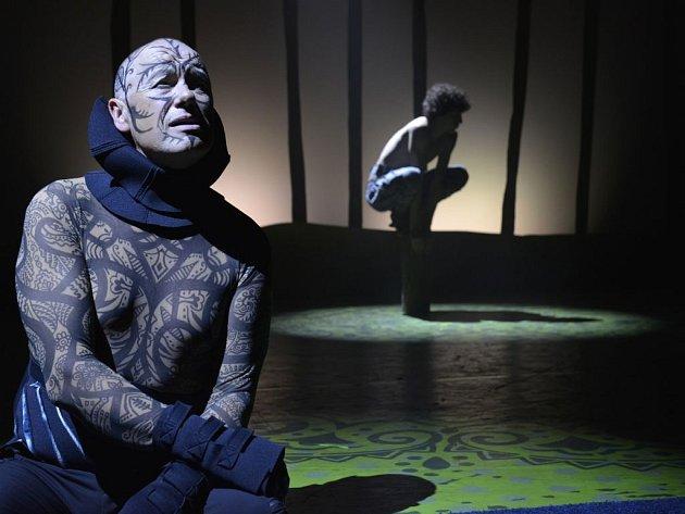 """Na sklonku minulého týdne uvedlo Divadlo Kalich v premiéře příběh """"vlčího dítěte"""" Mauglího."""