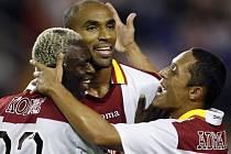 Radost hráčů španělského týmu v podání Arouna Koneho z Pobřeží Slonoviny, Frederika Kanouteho z Mali a Brazilce Adriana Corii.