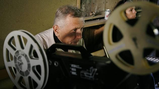 Ostře sledované vlaky, Jiří Menzel, kino, promítání
