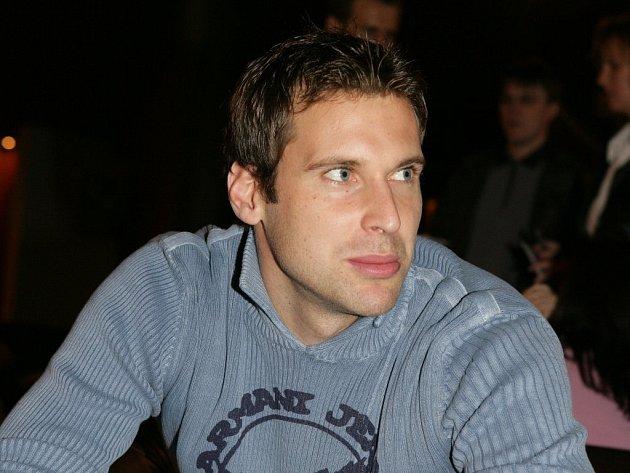 Petr Čech byl potřetí vyhlášen nejlepším brankářem Ligy mistrů. Gólman londýnské Chelsea získal prestižní ocenění podruhé v řadě a potřetí v kariéře.