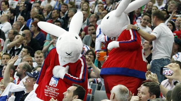 Maskoti hokejového mistrovství světa v Praze a Ostravě Boba a Bobek.