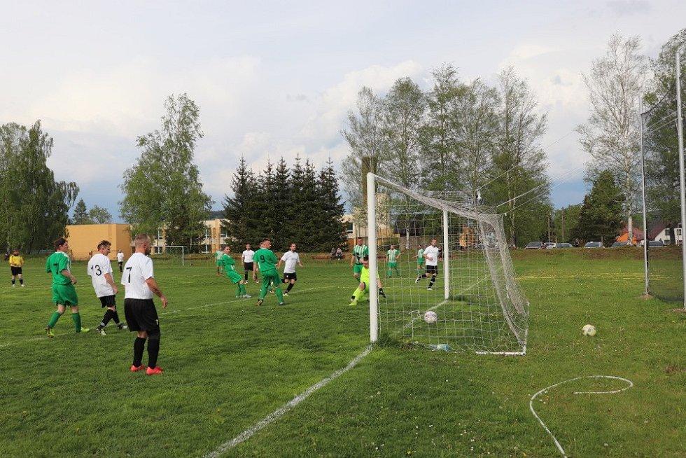 Volarský Tatran dává gól.