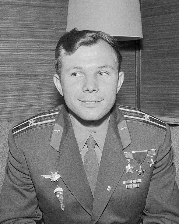 Jurij Gagarin na tiskové konferenci ve Finsku v roce 1961 po absolvování úspěšného letu