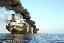 Útok na USS si vyžádal sedmnáct obětí.