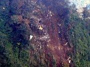 Indonéští záchranáři lokalizovali trosky ruského letounu Suchoj Superjet 100, který se ve středu s téměř 50 lidmi na palubě zřítil do džungle na západě Jávy.