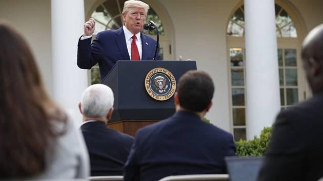 Americký prezident Donald Trump na tiskové konferenci ke koronavirové krizi na zahradě Bílého domu 30. března 2020