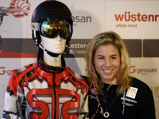 Snowboardistka Ester Ledecká se svou novou kombinézou.