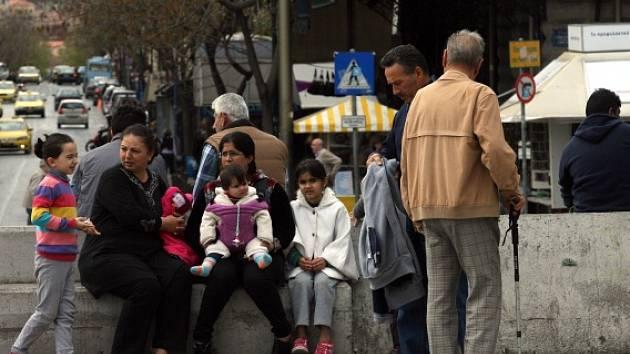 Syrští uprchlíci v aténských ulicích.