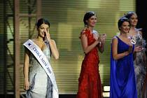 Finálový večer soutěže Česká Miss 2010 se konal 20. března v Praze. Zvítězila osmnáctiletá Jitka Válková (vlevo) z nevelké obce Nárameč na Třebíčsku, která se tak může začít připravovat na soutěž Miss Universe.