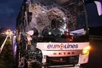 Jedenáct lidí utrpělo zranění při nehodě českého autobusu, který v noci na dnešek narazil do stojícího vozidla na dálnici A2 nedaleko Dortmundu.