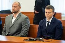 Vlevo podnikatel Norbert Bödör a vpravo spolumajitel skupiny Penta a svědek Jaroslav Hačšák.