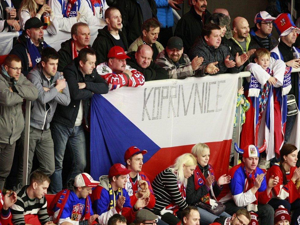 Čeští fanoušci v duelu s Ruskem.