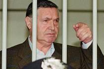 """V italské Florencii dnes začal další proces s vězněným šéfem sicilské mafie Salvatorem """"Totem"""" Riinou, který je obviněn, že v prosinci 1984 nařídil pumový útok na vlak."""