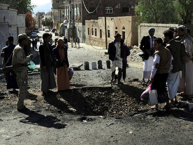 Třicet bojovníků věrných jemenskému prezidentovi Abdar Rabbúovi Mansúrovi Hádímu bylo zabito, když letadla koalice vedené Saúdskou Arábií v sobotu místo povstalců omylem bombardovala vojenský tábor v provincii Táizz. Ilustrační foto.