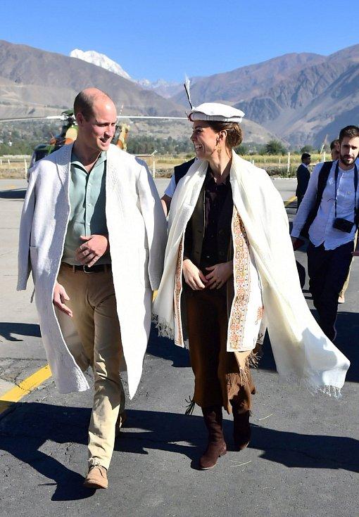 Vévodkyně Kate a princ William při návštěvě podhorské oblasti na severu Pákistánu