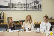Debata u Kulatého stolu na téma násilí na ženách.