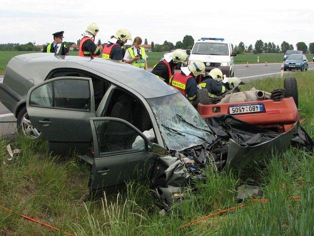 Dva mladíci a dívka zahynuli při tragické dopravní nehodě u Pohořelic.