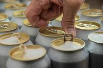 Češi si oblíbili pivo v plechovce.
