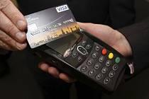 Karta Visa - bezkontaktní platba.