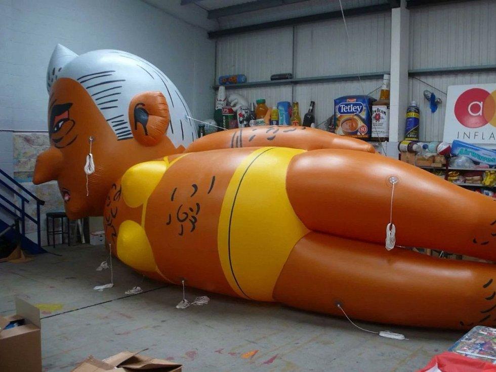 Nafukovací balón v podobě starosty Londýna Sadiqa Khana
