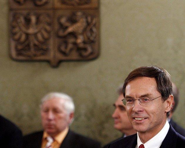 Švejnar přichází na prezidentský duel.