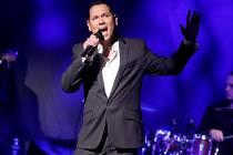 Zpěvák Pavel Vítek v úterý v pražském divadle Kalich úspěšně zakončil koncertní turné Vánoční dárek.