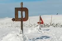 ŠKODA AUTO podpoří obnovu němých značek, které se v Krkonoších používají od roku 1923.