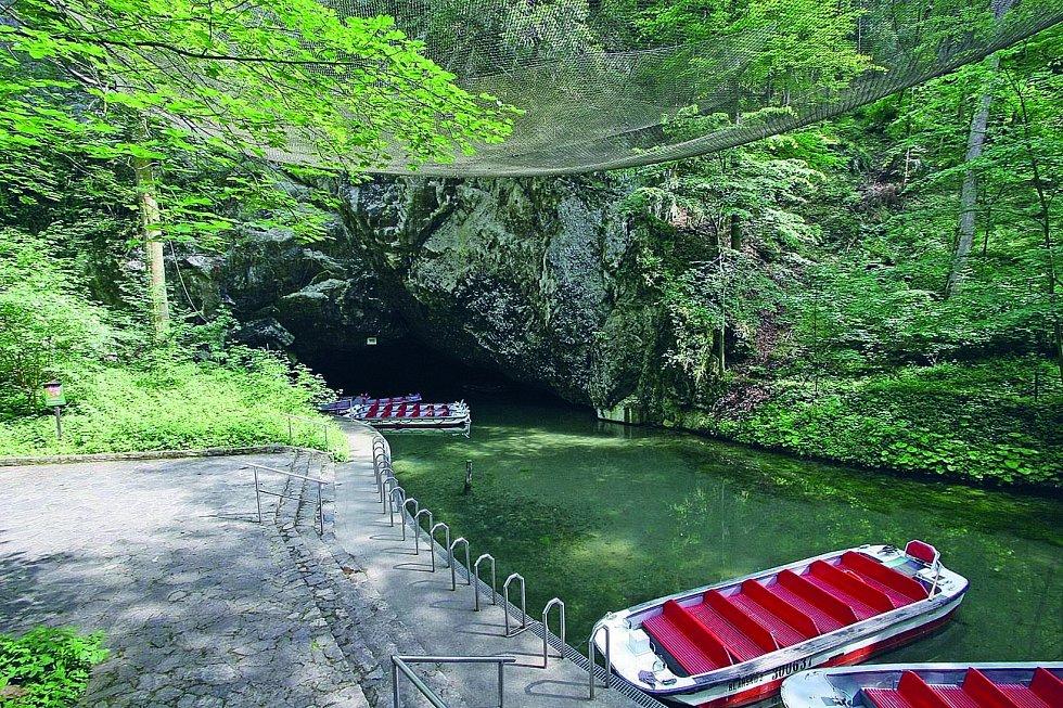 Punkevní jeskyně jsou nejnavštěvovanějším jeskynním komplexem v Česku.