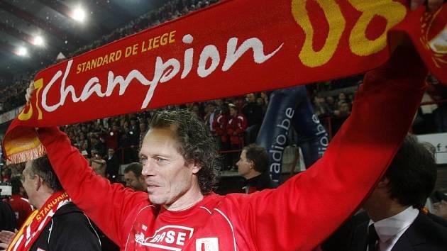 Trenér Standardu Lutych Michel Preud'homme se raduje ze zisku titulu.