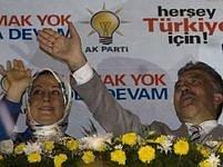 Abdullah Gül s manželkou Hayrünnisou po vyhraných volbách.