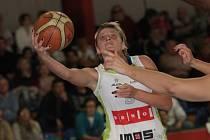 Opora basketbalistek Brna Hana Horáková.