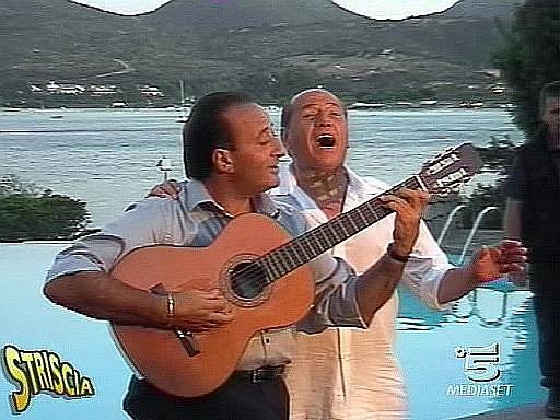 Berlusconi útočí na hitparády albem romantických písní