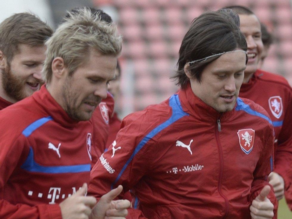Tomáš Rosický (vpravo) a Tomáš Hübschman na tréninku reprezentace před duelem s Norskem.