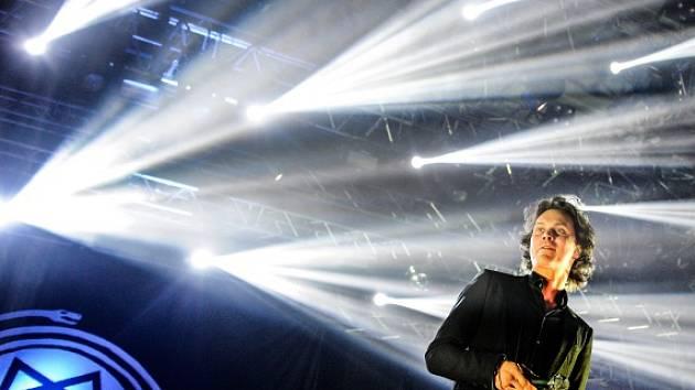 Finská kapela HIM nabídne v pražském Roxy klubový koncert. Na snímku zpěvák Ville Hermanni Valo.