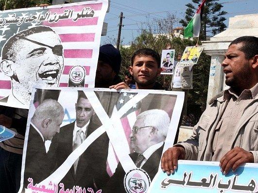 Palestinci v Gaze protestují proti návštěvě amerického prezidenta