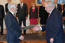 Prezident Miloš Zeman jmenoval Pavla Šámala do funkce předsedy Nejvyššího soudu ČR.