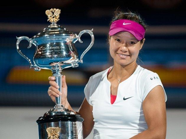 Li Na poprvé v kariéře triumfovala na Australian Open.