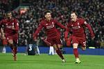 Fotbalisté Liverpoolu (zleva) Georginio Wijnaldum, Roberto Firmino a Xherdan Shaqiri.